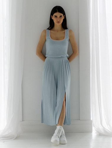 FIORE BIANCO // PLEATED SKIRT WITH FRONT SLITS, BLUE
