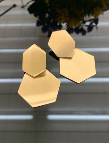SA // SURGICAL STEEL HEXAGON EARRINGS, GOLD